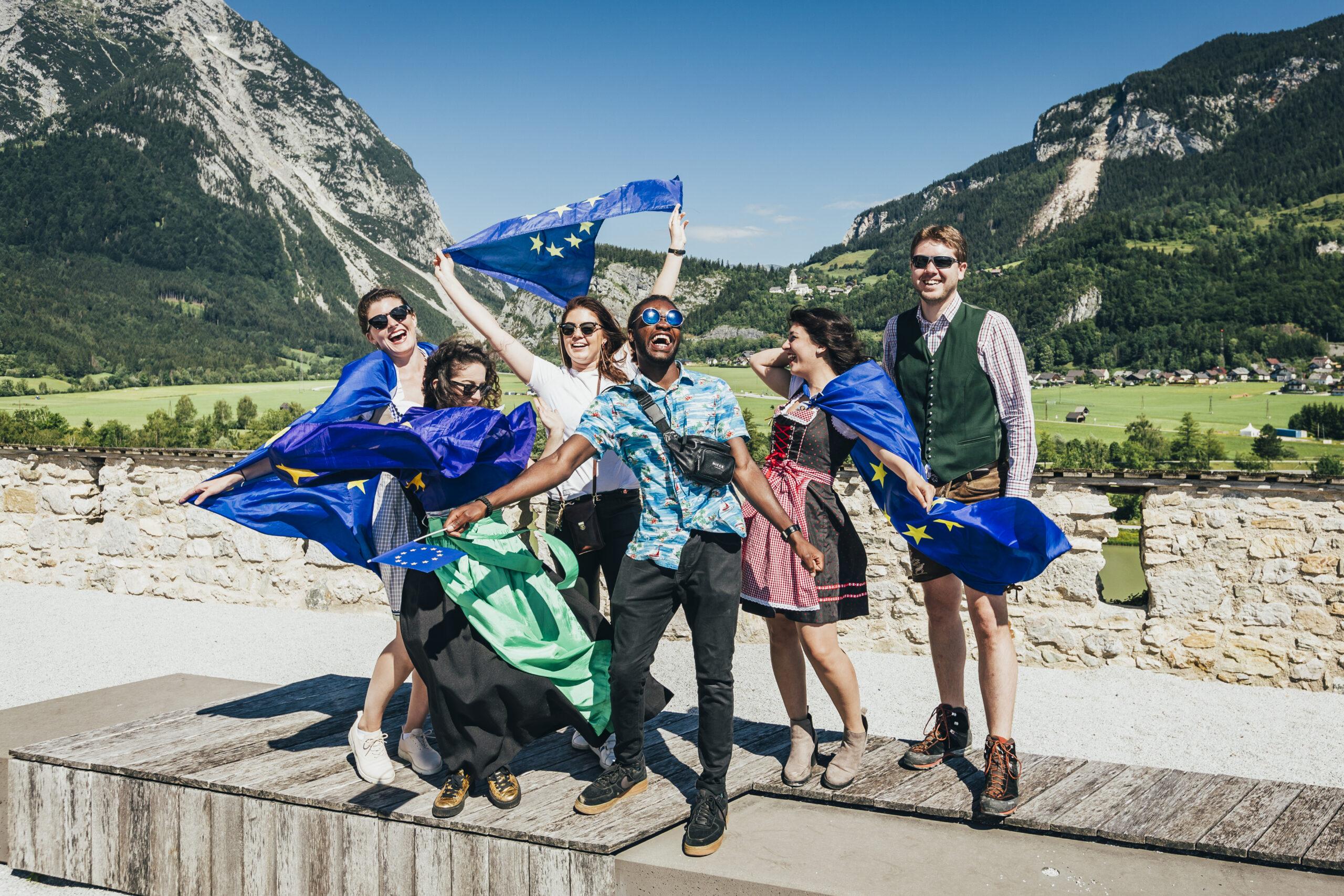 BGF_EU Fahne + Menschen 2
